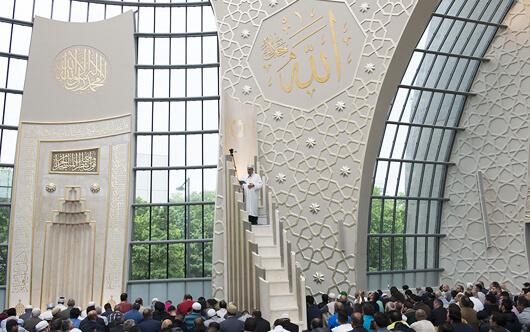 DİTİB Köln Merkez Camii İbadete Açıldı